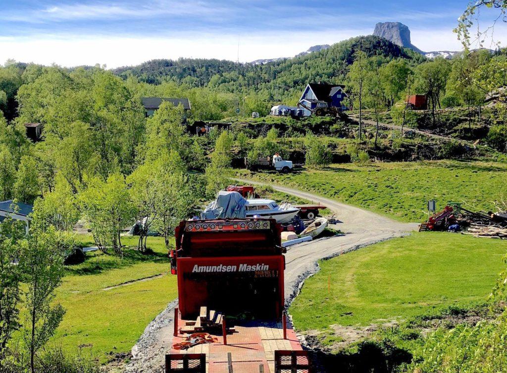 For å få ut 20 tonn med Solvågstein så måtte Ellingard bygge en helt ny vei på 70 meter fram til det nedlagte steinbruddet.
